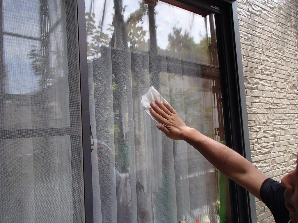 窓の清掃,遮断熱塗料GAINA,ガイナ,さいたま市西区塗装,さいたま市外壁塗装,埼玉外壁塗装,さいたま評判外壁塗装,外壁塗装専門店,クリアー塗装,施工事例,屋根外壁塗装,サイワ塗装工業,ガイナ施工認定店,UVプロテクトクリアー塗装さいたま,FRPトップコート,さいたまベランダ防水工事,シーリング,コーキング,シーリング施工,シーリング打ち替え,さいたまシーリング工事,さいたま市,さいたま市塗り替え,一般住宅,家塗り替え,埼玉県,塗り替え,川越市塗装,川越市GAINA塗り替え,屋根温度差,屋根温度変化,夏の暑さ,冬の寒さ,GAINA温度変化,屋根遮熱,セルフクリーニング,光触媒,TOTO,ハイドロテクト,外壁塗装,外壁サイディング塗装,遮断熱塗料ガイナ,さいたま市外壁塗装,屋根外壁塗装,シーリング,ひび割れ補修,タスペーサー,サイワ塗装工業,下地処理,ベージュ,日進産業ガイナ,施工認定店,家の塗り替え,さいたま市浦和区,浦和外壁塗装,屋上防水工事,ウレタン防水工事,ベランダ防水工事,外壁塗装シーリング,一級塗装技能士,一級防水施工技能士