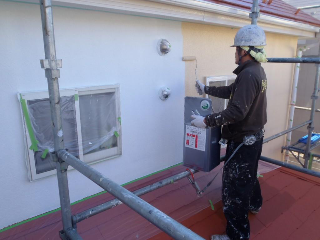 光触媒外壁塗装,屋根塗装光触媒,中塗り