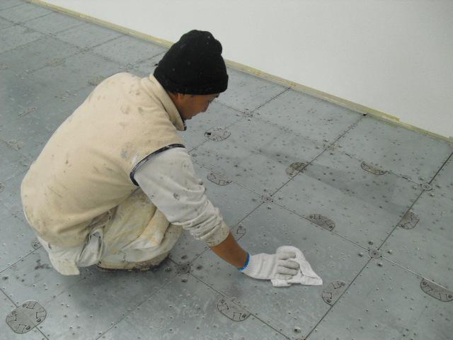 埼玉県,さいたま市中央区,事務所,床,一般リフォーム,床の清掃作業,OAフロア