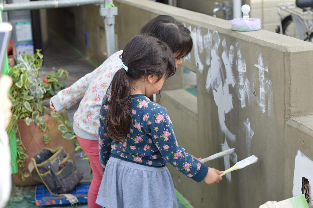さいたま市外壁塗装 サイワ塗装工業 子供塗装 塗装職人募集 女塗装職人