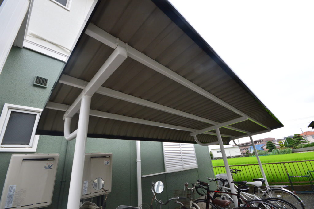 折半屋根塗装 駐輪スペース屋根 外壁塗装