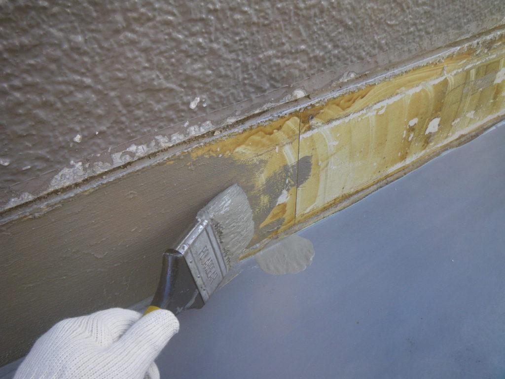 ベランダ雨漏り 下地調整 カチオン修繕
