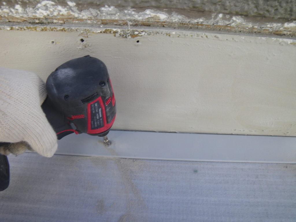 ベランダ改修工事 押さえ金物新設 雨漏り修繕