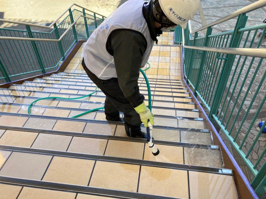 滑りにくい階段 転倒防止 防滑工事 滑りやすいタイル