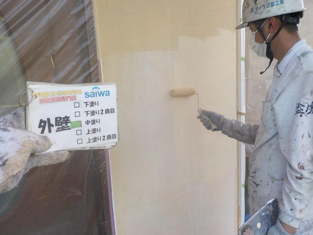 外壁 中塗り作業 下地作り 補強 外壁塗り替え 作業