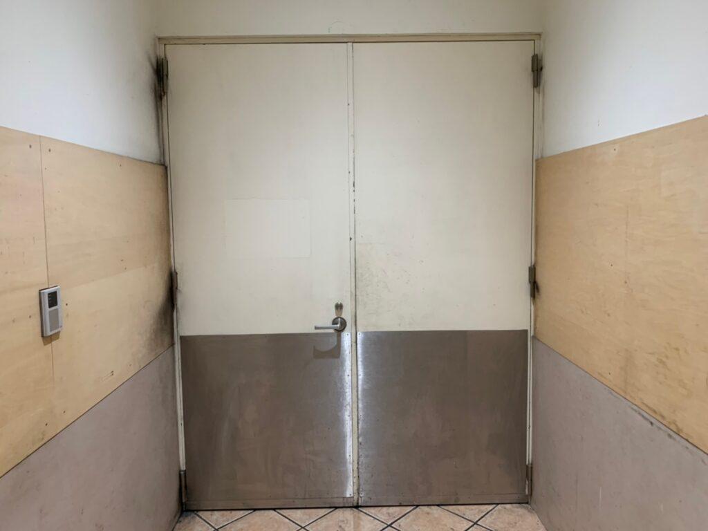 皮脂軟化 塗装 扉 ドア 施行前 手あか 黒ずみ べたべた
