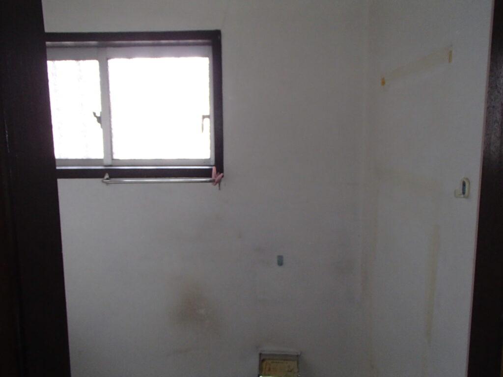 トイレ内の壁夫塗装 汚れ 劣化