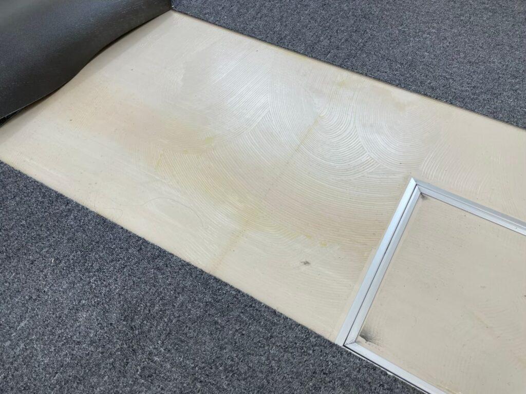 床タイル撤去 施工前 床のタイル 糊撤去