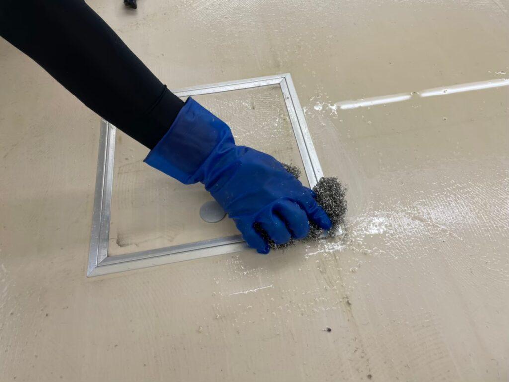 専用薬品塗布 糊の除去 タイルカーペット撤去