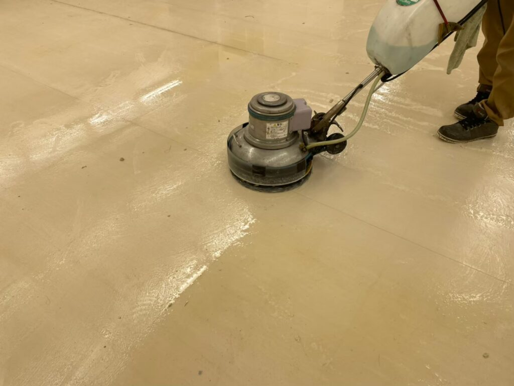 オフェスフロア 床の糊の除去 薬品塗布