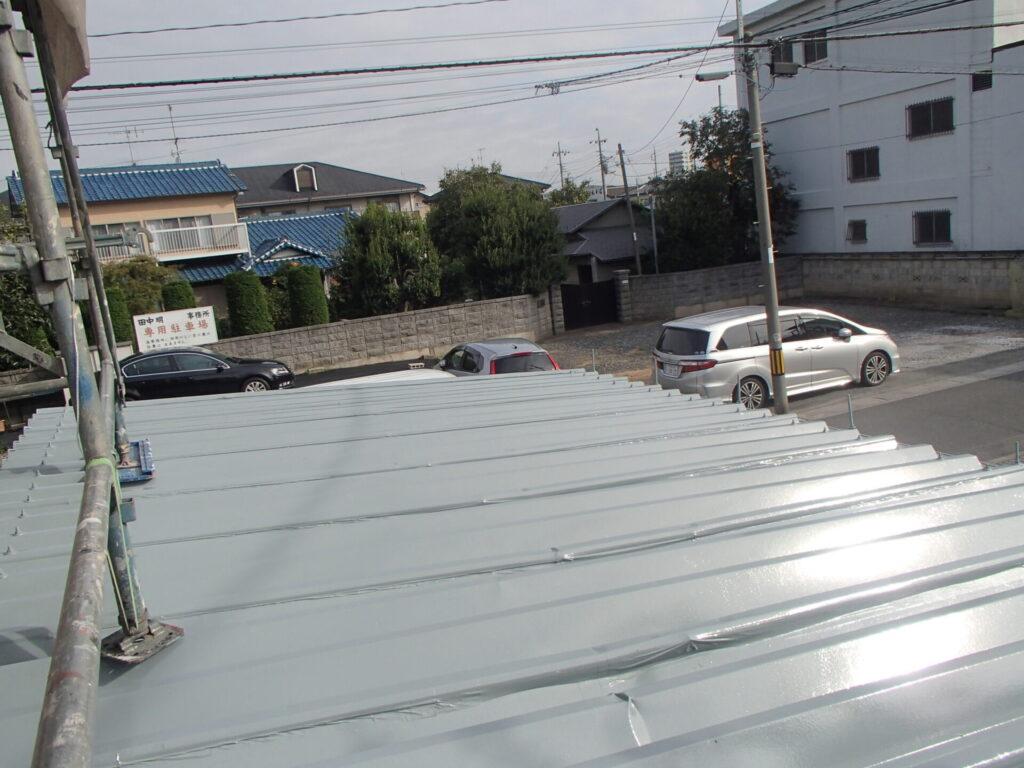 折半屋根塗装 折半 塗装 屋根へこみ 屋根の塗装