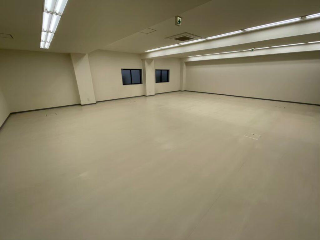 オフェスフロア タイルカーペット剥がす 床綺麗にする