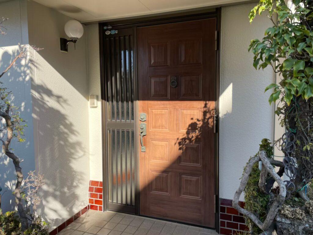 玄関ドア リシェント 施工前 1日玄関ドア交換